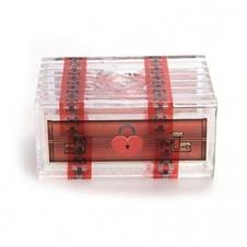 Прозрачная коробочка с сокровищами